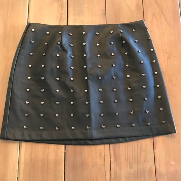 Forever 21 Dresses & Skirts - Forever21 Black heart skirt 🖤🖤🖤